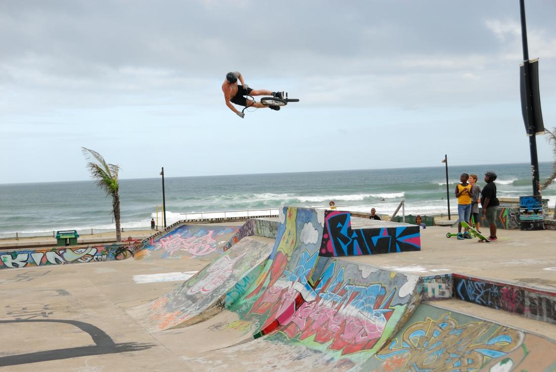 POTW: Craig Stevens Blasting the big Quarter at Beach Park. Durban
