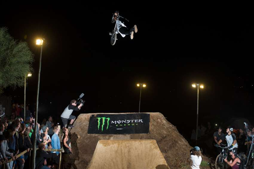 Night Harvest 2015 - Kevin Peraza Superman Seatgrab Best Trick