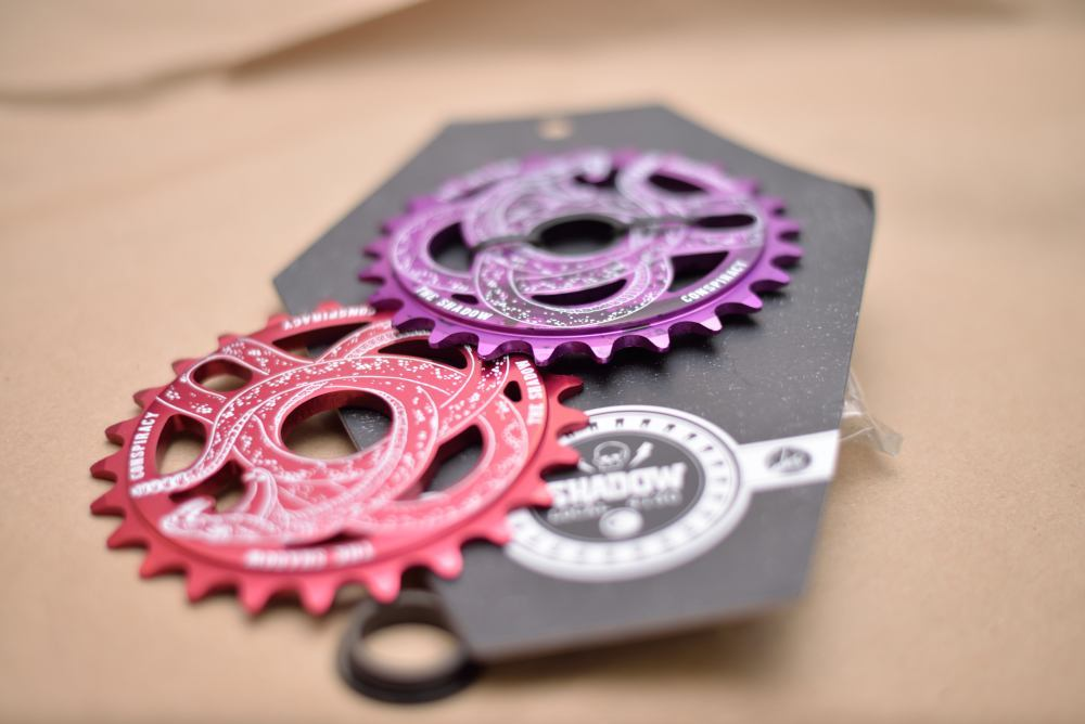 Shadow Serpent 25t Sprocket. Tye Die Purple and Ano Red. 25t. Includes spacer.