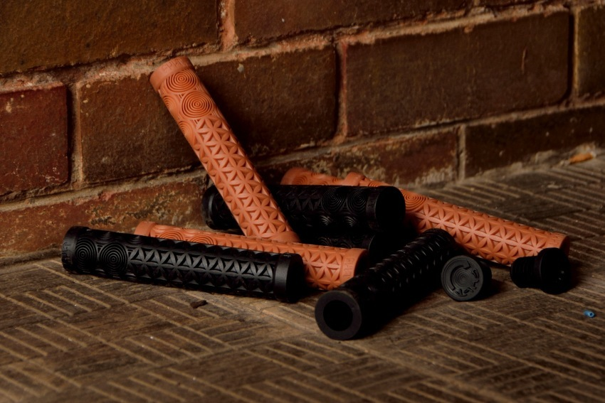 Cult AK grips. Black or Gum with pc bar ends.  >click here